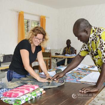 La créatrice dans les ateliers de couture de la marque SBG au Gabon